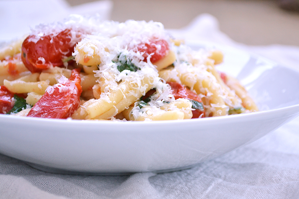 Serious Eats Fast And Easy Pasta With Blistered Cherry Tomato Sauce Recipe Delivered As Advertised Whether You Re Looking To Use Up Some Leftover